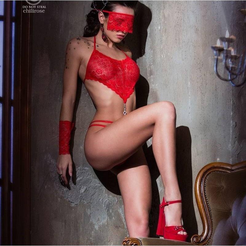 Body rouge avec mitaines et masque
